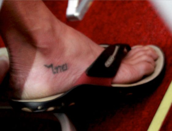 thai-----foot-tattoo